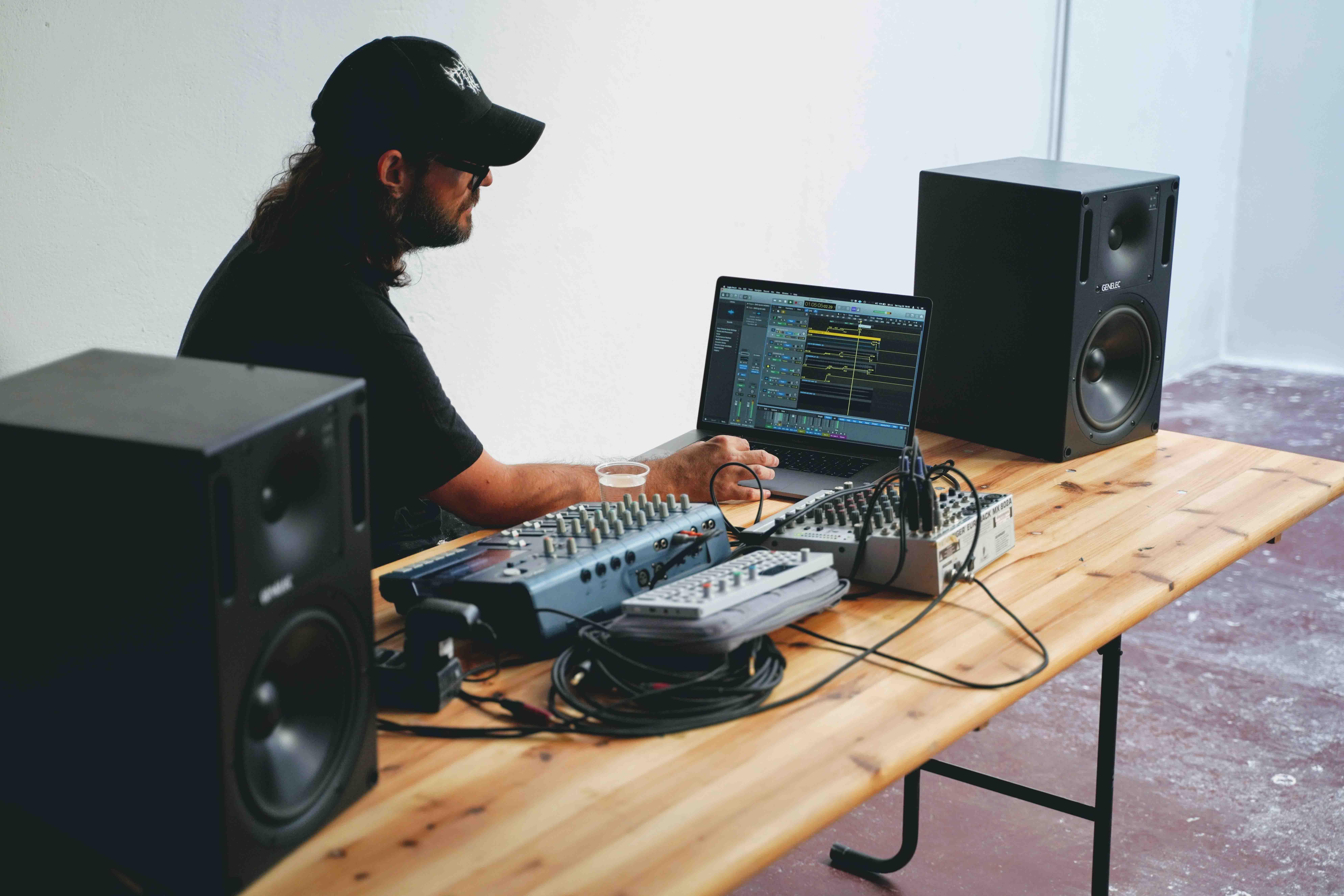 """Alessandro Cortini Nine Inch Nails """"sonoio"""" Spectrapolis Residenze artistiche sardegna art music incontro artista performance"""